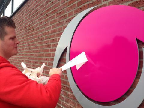 Christian van Van Loon legt laatste hand aan logo